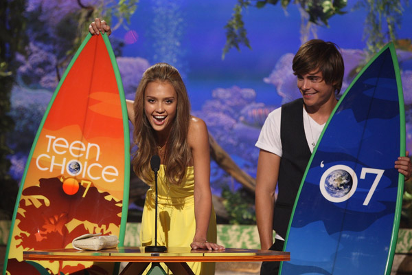 jessica alba zac efron teen choice awards