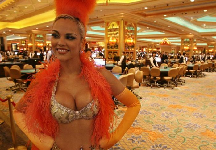 sheldon adelson and las vegas sand open casino in macao
