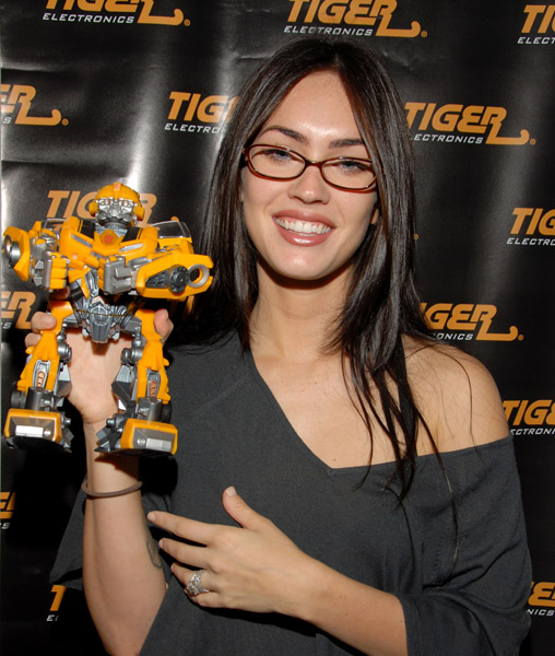 megan fox wearing glasses меган фокс в очках