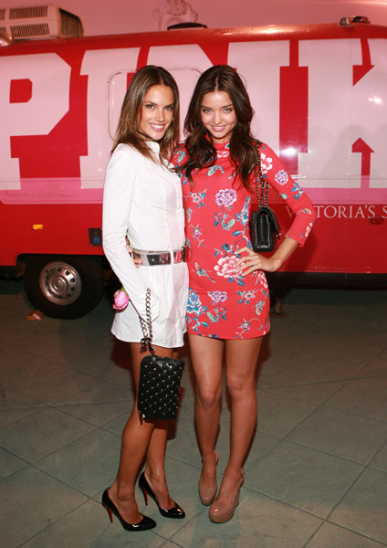 Алессандра Амброзио Alessandra Ambrosio и Миранда Керр Miranda Kerr на вечеринке Victoria's Secret Phi Beta PINK Party