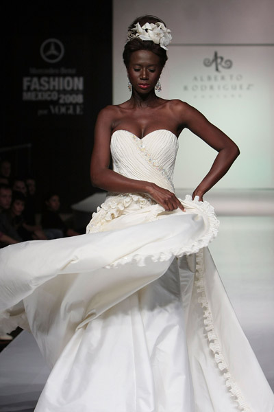 wedding dresses at mexico fashion week by blanca estela sanches