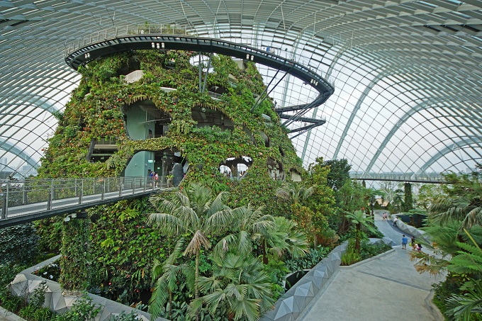 Cloud_Forest,_Gardens_by_the_Bay,_Singapore_-_20120617-05.jpg