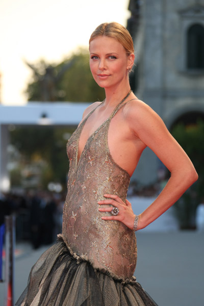 шарлиз терон на венецианском кинофестивале charlize theron at the venice film festival