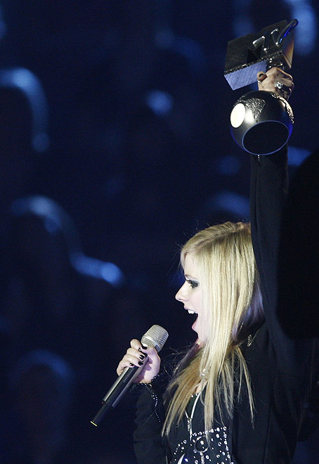 avril lavigne mtv europe music awards 2007 song girlfriend - аврил лавин