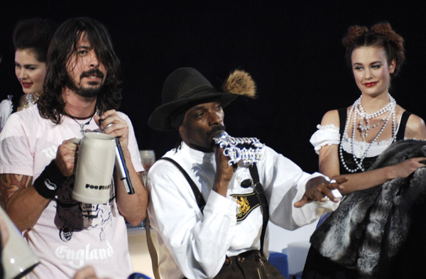 dave grohl and snoop dogg mtv europe music awards 2006 - дэйв грол и снуп дог