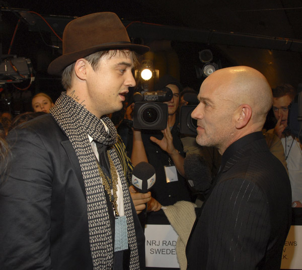 pete doherty and michael stipe mtv europe - пит доэрти и майкл стайп