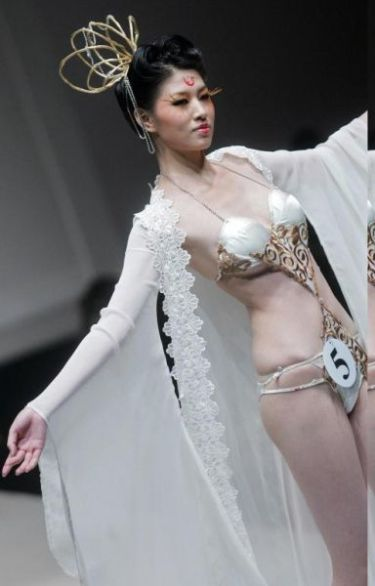 chinese runway models - lingerie fashion show