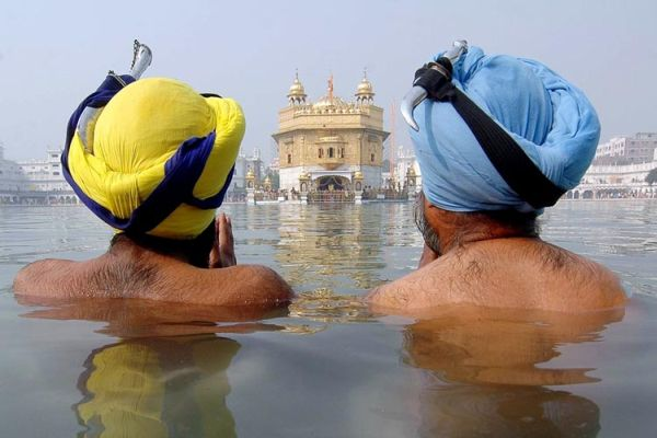 sikhs_bath_goldentemple_preview.jpg