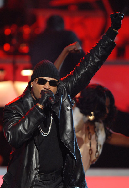 ll cool j sings shaft theme song at movies rock at kodak theatre