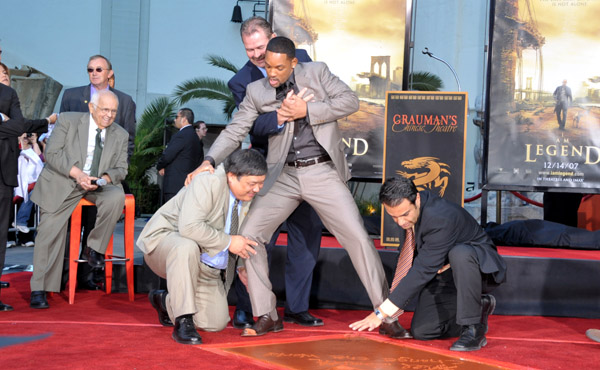 willsmith_footandhandprint_ceremony06.jpg