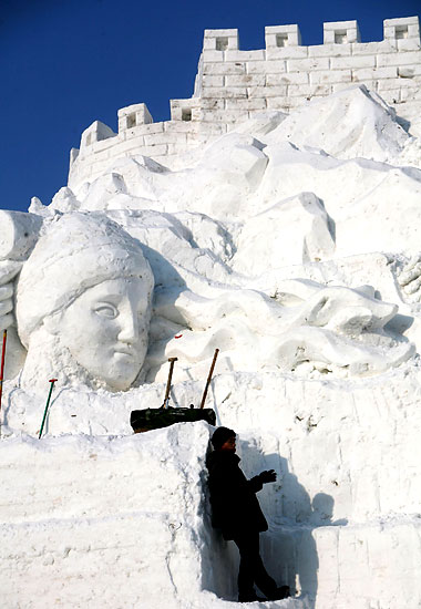 InternationalSnowSculptureArtExpo06.jpg