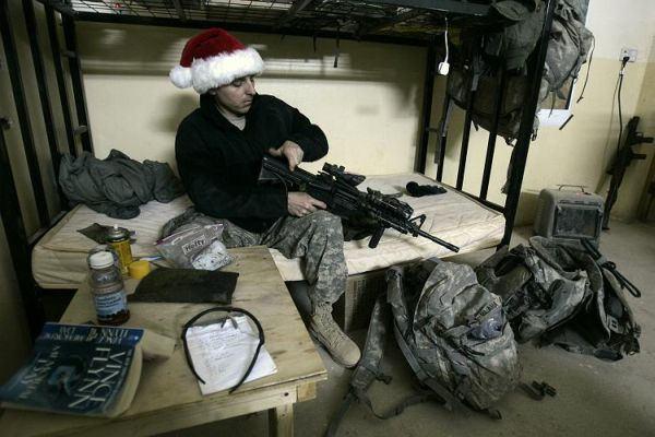 christmas_iraq_us_soldier.jpg