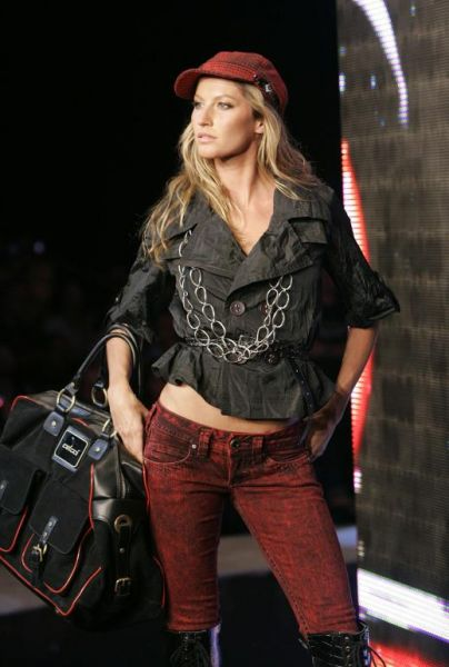 gisele bundchen at colcci autum-winter collection in rio