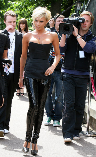 victoria_beckham_blackdress2.jpg