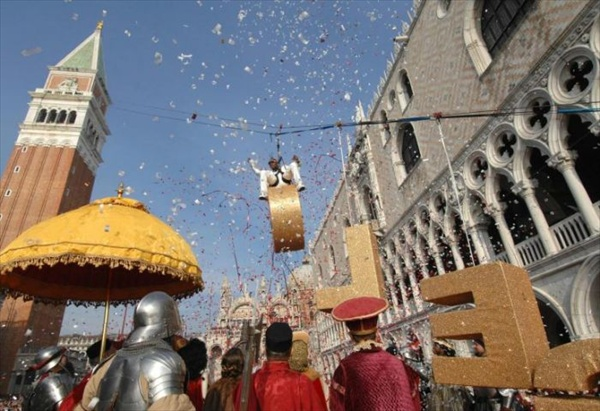 coolio as an angel at venice carnival