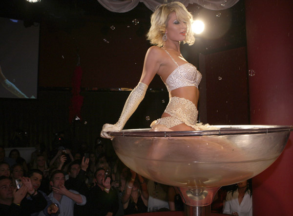 paris_hilton_birthday10.jpg