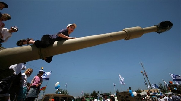 israel60_children_withweapons2.jpg