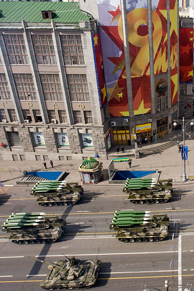 9may_victorydayparade_machinery_arrive02.jpg