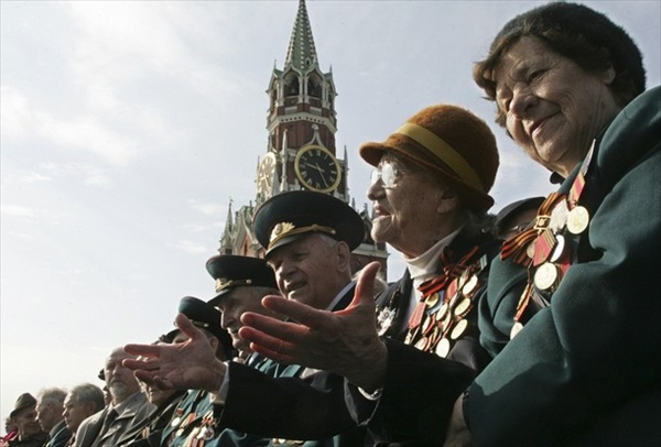 9may_victorydayparade_veterans01.jpg