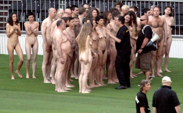 spencer tunick photoshoot vienna stadium