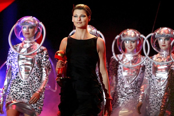 linda evangelista special guest at vienna life ball