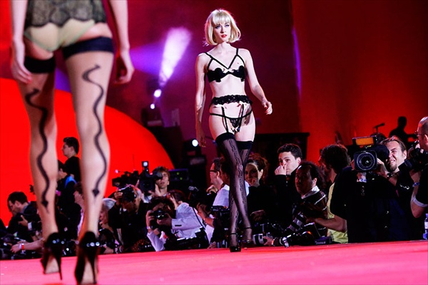 agent_provocateur_lifeball_show05.jpg