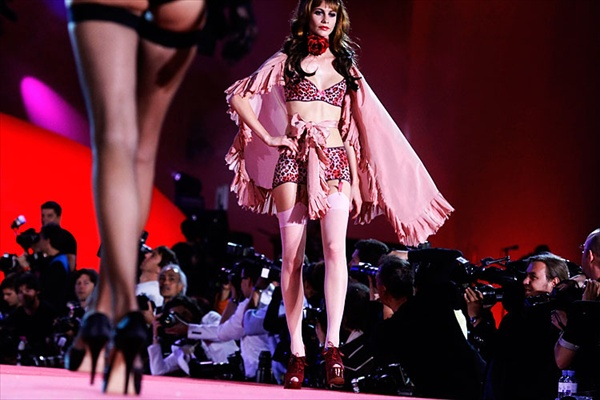 agent_provocateur_lifeball_show09.jpg