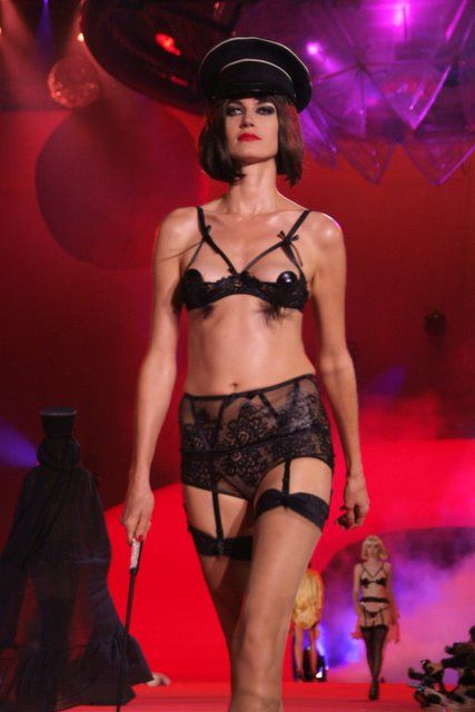 agent_provocateur_lifeball_show10.jpg