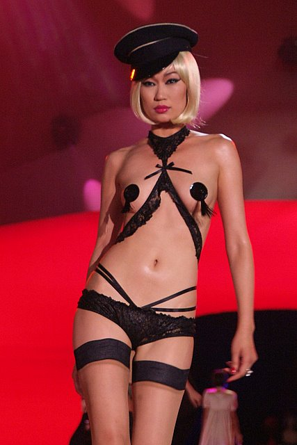 agent_provocateur_lifeball_show13.jpg