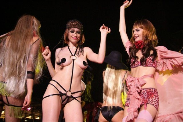 agent_provocateur_lifeball_show15.jpg