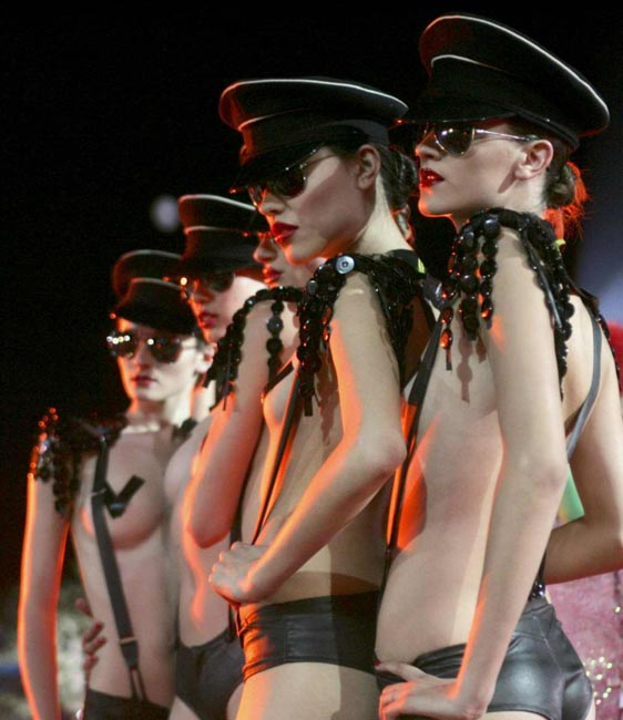 agent_provocateur_lifeball_show17.jpg
