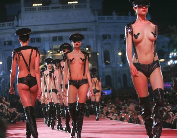 agent_provocateur_lifeball_show18.jpg