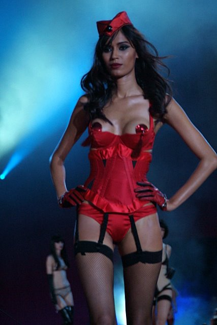 agent_provocateur_lifeball_show23.jpg