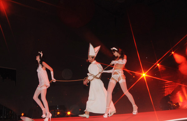 agent_provocateur_lifeball_show30.jpg