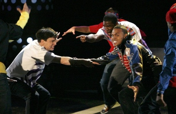 mike meyers and chris brown perform on stage mtv movie awards