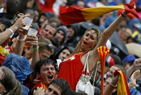 russia_spain_match_spanish_fans.jpg