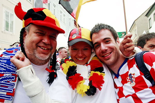 germany_croatia_fans01.jpg