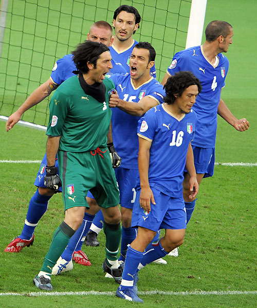 euro2008_gianluigi_buffon_penalty_by_adrian_mutu.jpg