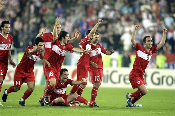 euro2008_turkey_against_croatia.jpg