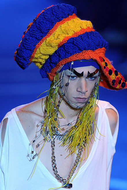 galliano_for_men_paris_fashion_show02.jpg