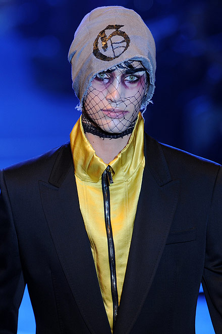 galliano_for_men_paris_fashion_show03.jpg