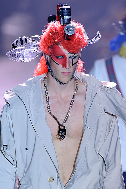 galliano_for_men_paris_fashion_show05.jpg