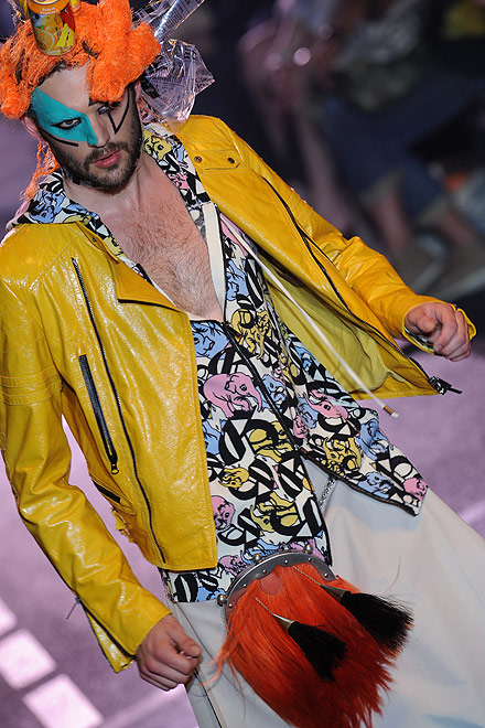 galliano_for_men_paris_fashion_show06.jpg
