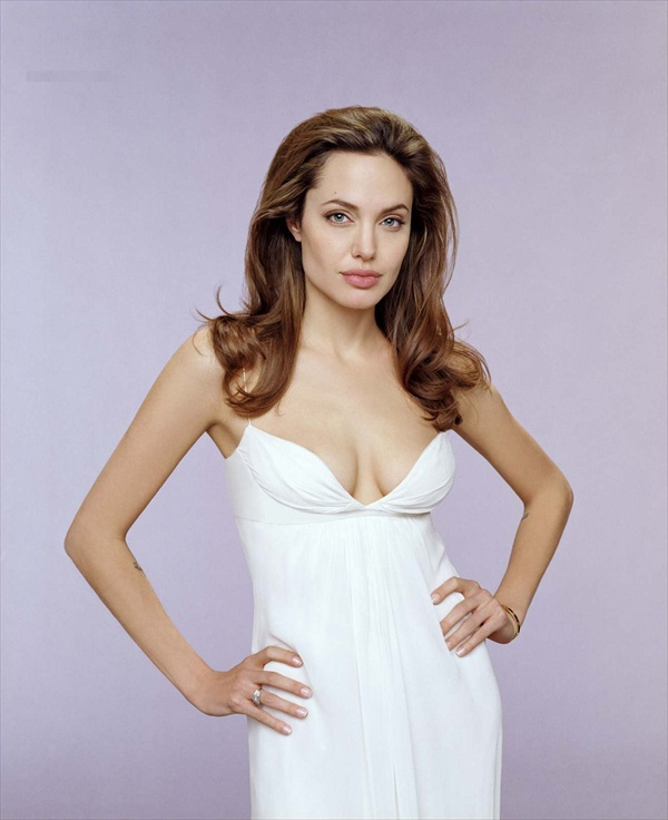 angelina_jolie_by_james_white01.jpg