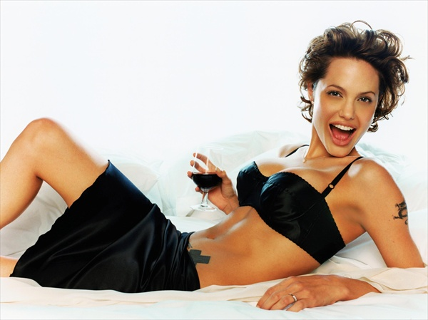 photo_angelina_jolie_gq2.jpg