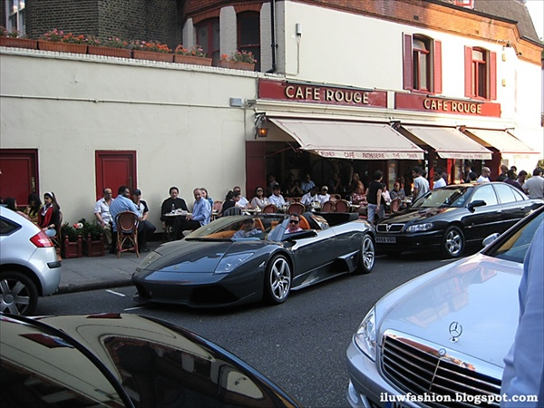 Ferrari and other expensive cars on Knightsbridge