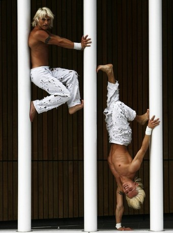 Ceasar Twins acrobatic show - Fringe Festival