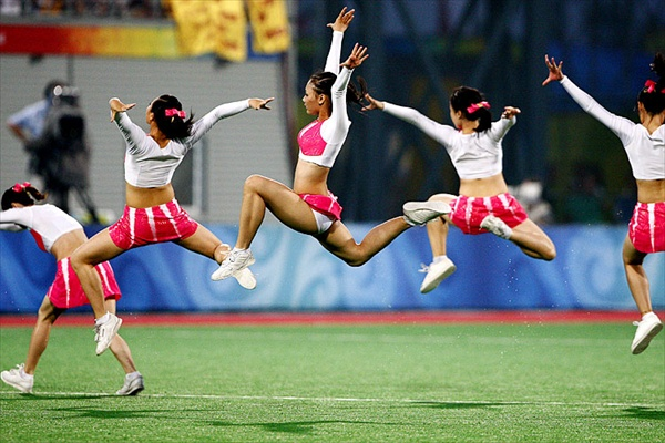 olympics_chinese_dancers_hockeyfield_germany_belgium.jpg