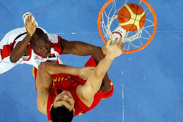 beijing2008_chinese_basketball_player_yao_ming_against_angola.jpg