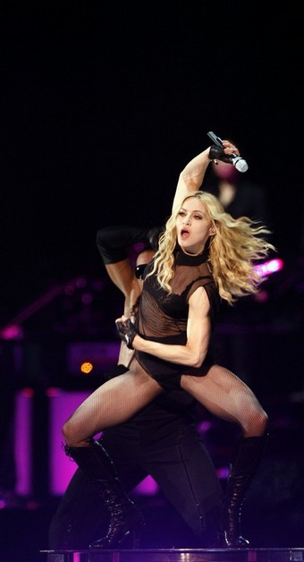 madonna_sticky_sweet_tour05.jpg